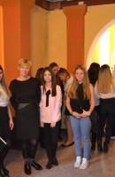 Pani Magdalena Bednarek-Warchoł z uczniami klas I i II
